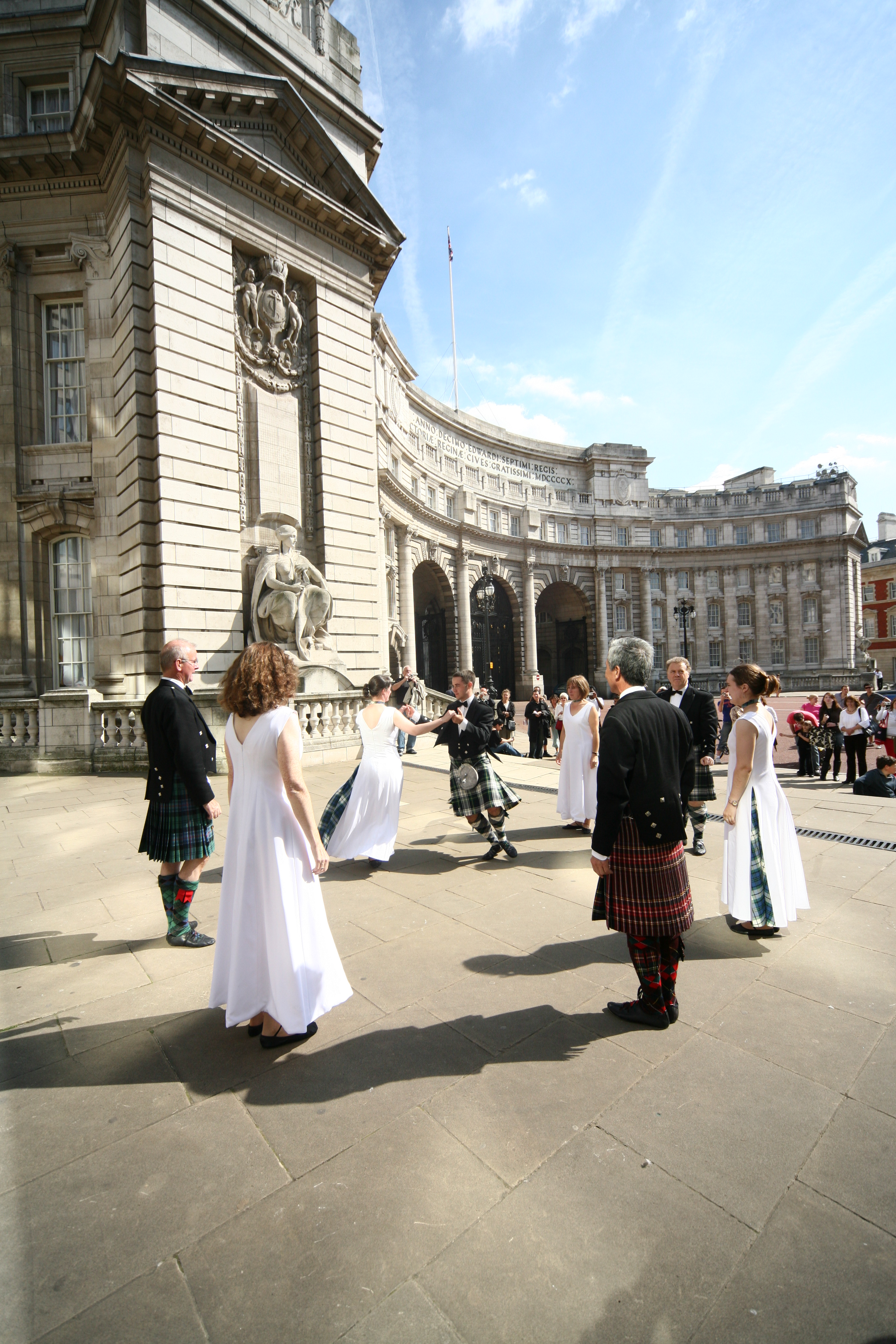 COPYRIGHT PICTURE : PICTURE PARTNERSHIP. (912109-E) PICTURE BY : ANDREW DUNSMORE. 14-09-08 GENERAL INFO: Award winning dancers from the London Branch Royal Scottish Country Dance Society launched Dance Scottish Week, ( 12th - 20th Sept.) dancing eight Eightsome Reels around eight London famous landmarks, including Big Ben, Tower Bridge, Millenium Bridge and even crossing the Mall to perform in St James' Park Bandstand. Scottish Country Dancing for Fun, Fitness and For Friendship PICTURE SHOWS: For further information please contact : Michael Nolan on 07813 363076.