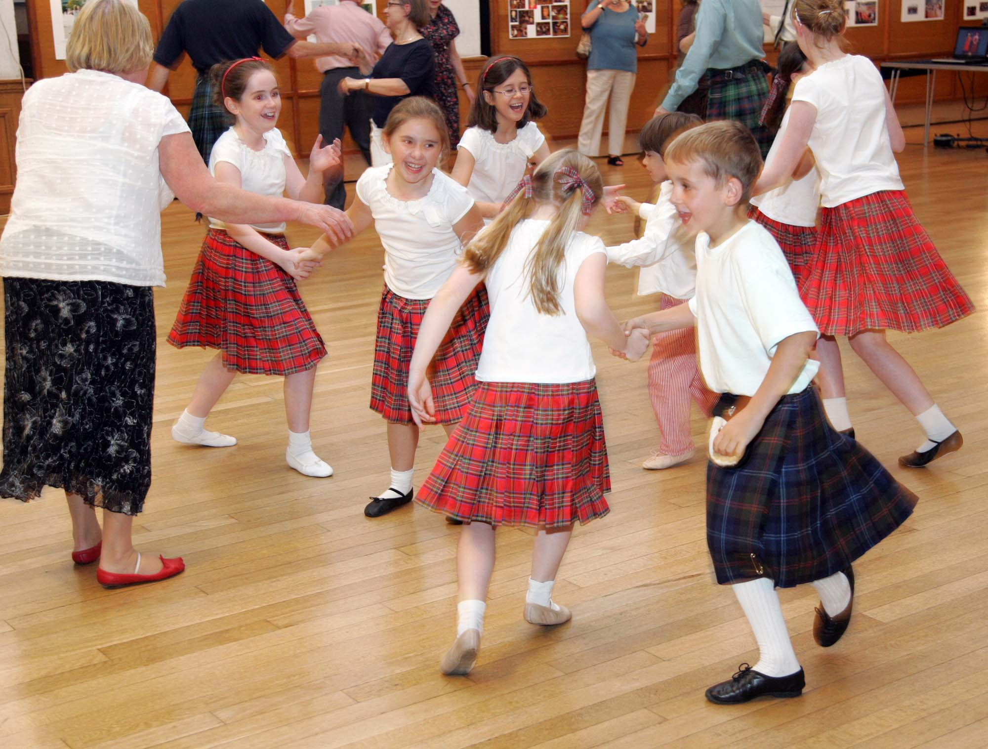 COPYRIGHT PICTURE : PICTURE PARTNERSHIP. (912105-G) PICTURE BY : Andrew Dunsmore.17-09-08 GENERAL INFO: Scottish Country Dancing at St Columba's Church Hall, Pont Street, London.